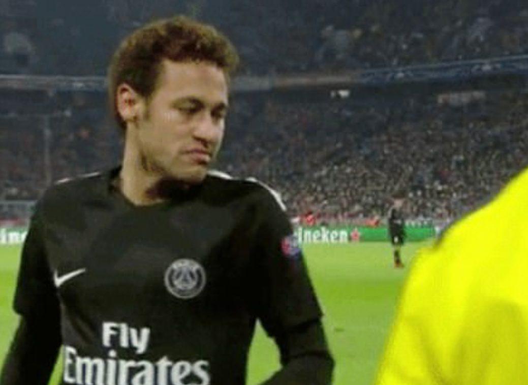La reazione stizzita di Neymar