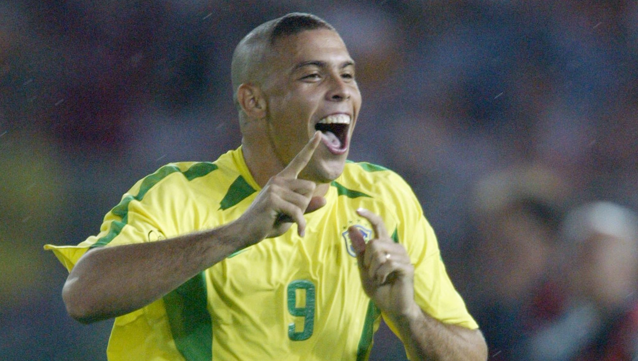 Taglio di capelli ronaldo 2002