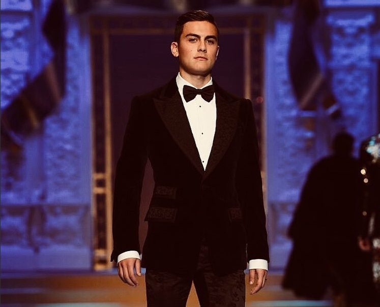 Juventus, Dybala modello a Milano: chiude la sfilata di Dolce e Gabbana