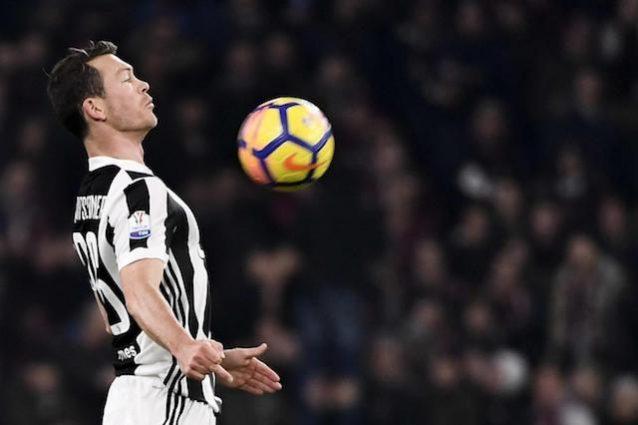 Juventus, Lichtsteiner in lista Champions: gli farà spazio Howedes?