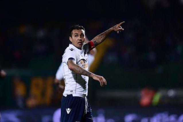 Matuzalém, follia in Serie D: schiaffo alla mano dell'arbitro e insulti. 12 turni di squalifica