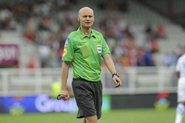 Psg-Nantes, l'arbitro si vendica su Diego Carlos: sgambetto e cartellino rosso