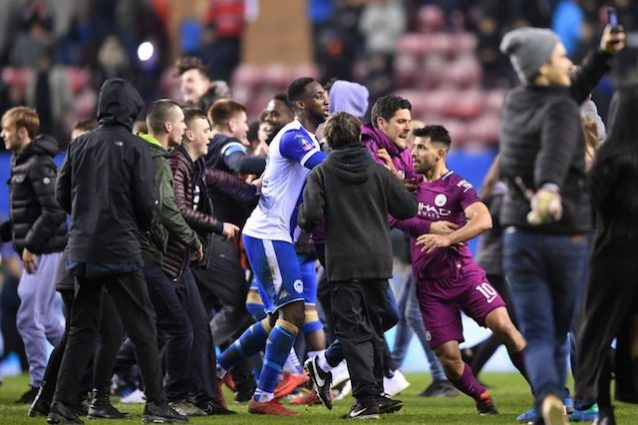 FA Cup, City: Aguero, alle mani col fan del Wigan
