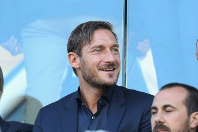 Roma, Totti incanta in Russia: super goal alla Legends Cup