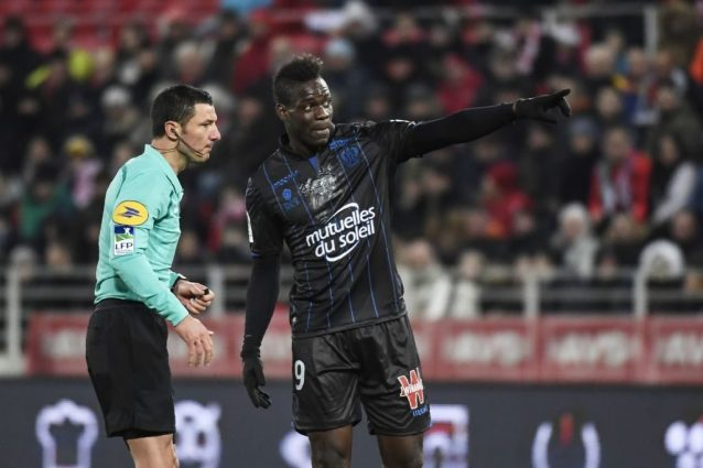 Episodio di razzismo contro Balotelli, l'arbitro che l'ha ammonito rischia la denuncia