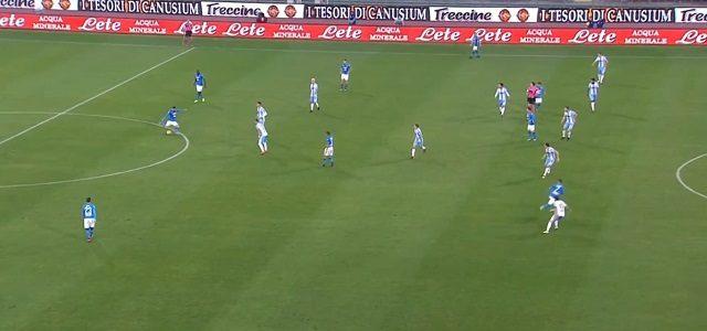 il preciso lancio di Jorginho per il gol del momentaneo pari di Callejon