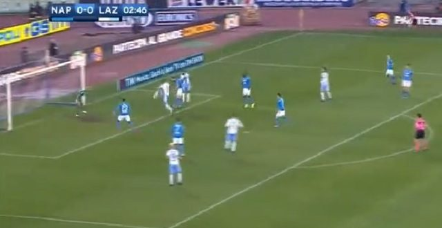 il piazzamento difensivo del Napoli contro la Lazio nell'occasione del gol del vantaggio biancoceleste