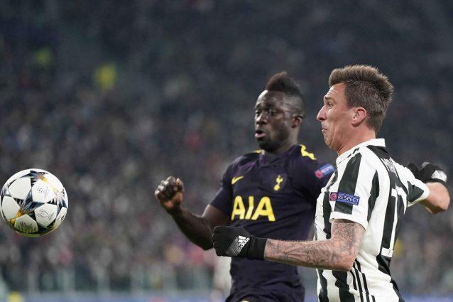 Juventus incerottata: problema ai flessori per Khedira, all'anca per Mandzukic