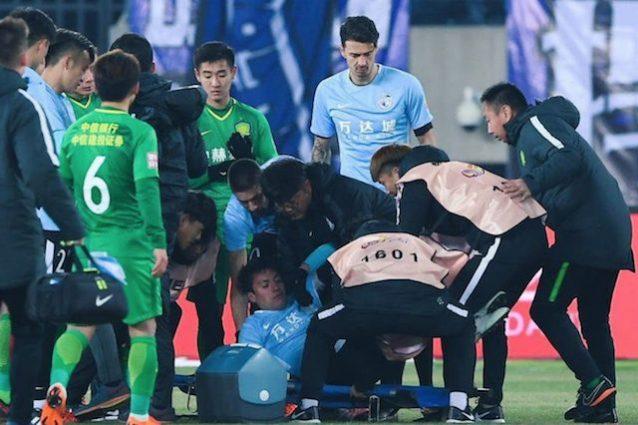 Cina, Carrasco salva la vita al compagno Gaitan svenuto dopo uno scontro