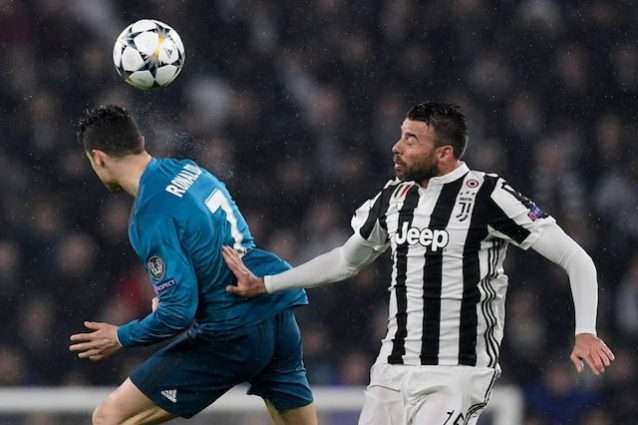 Juventus, si ferma Barzagli: problemi muscolari all'addome
