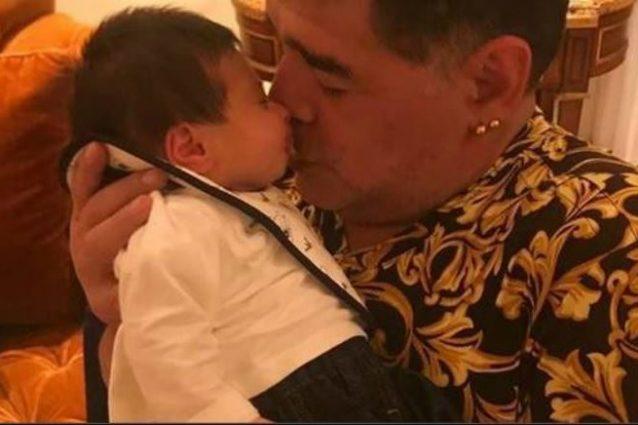 Nonno Diego Maradona incontra per la prima volta il nipote Diego Matias