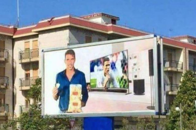 Uno dei manifesti sfottò per Buffon, affissi a Corato