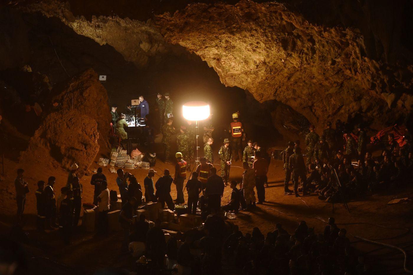 Thailandia, dodici ragazzi intrappolati in una grotta a causa del maltempo