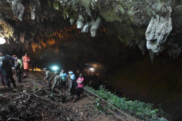 Thailandia, 12 bambini intrappolati in una grotta da quattro giorni