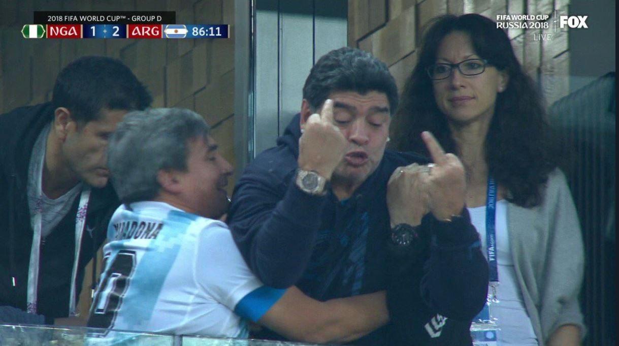 Gol dell'Argentina: doppio dito medio di Maradona