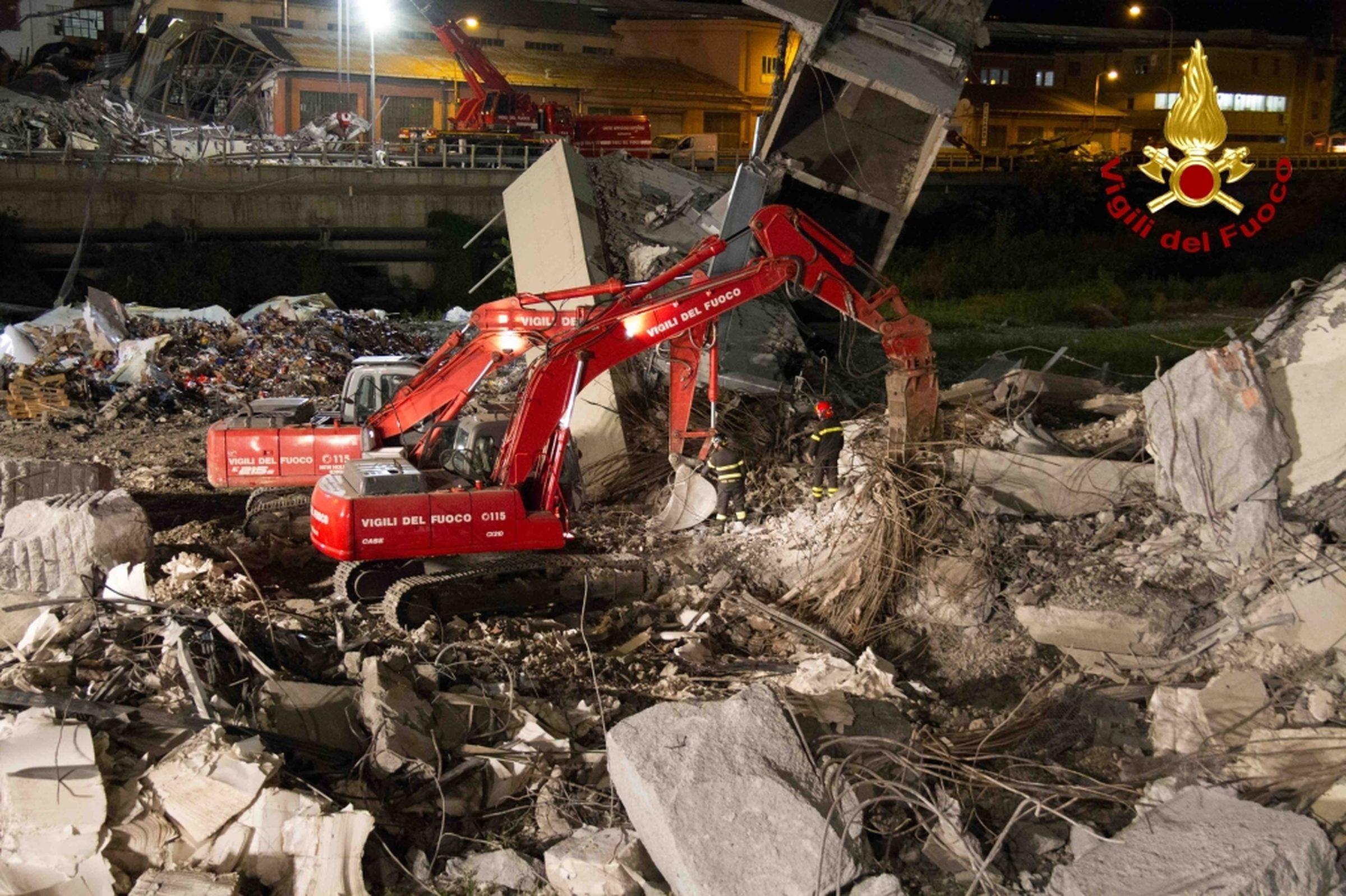 Crollo ponte morandi i tifosi del genoa citt in lutto for Ponte sopra i disegni del garage