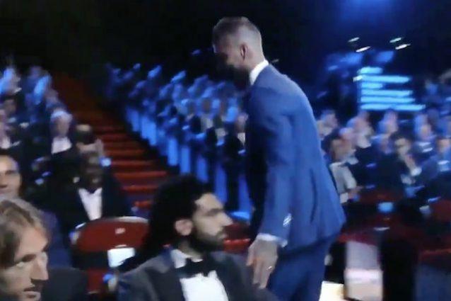 Sorteggi Champions, il saluto di Sergio Ramos a Salah: l'egiziano resta impassibile