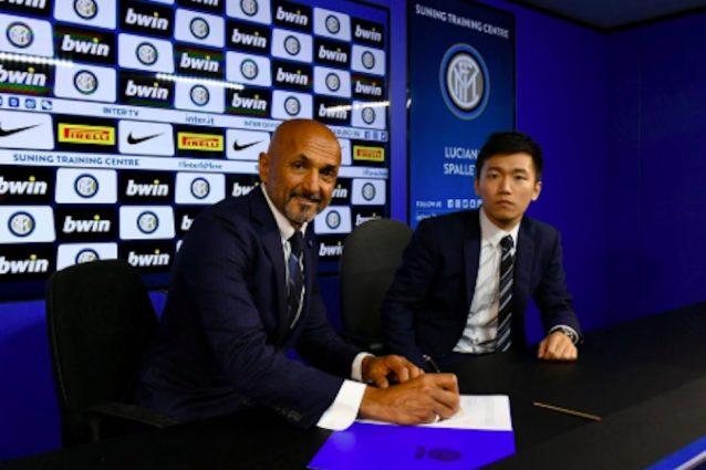 Il momento della firma di Spalletti – @ Twitter Inter