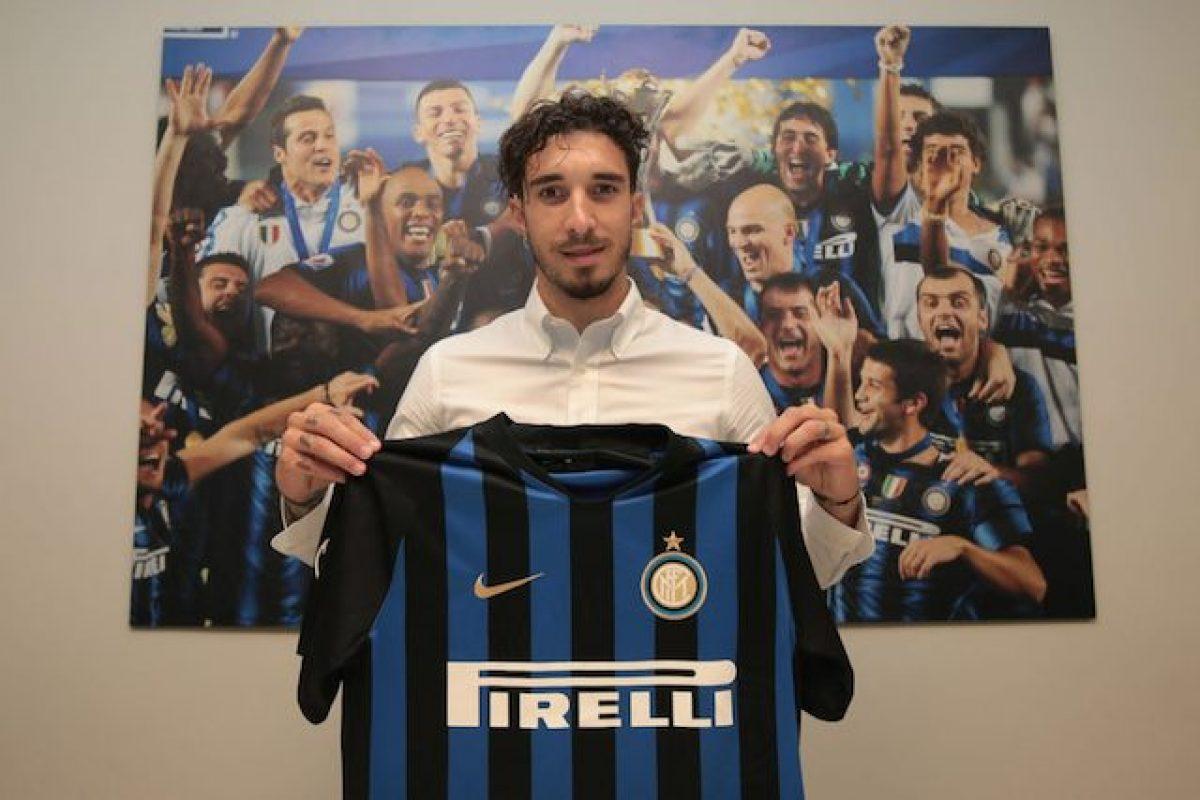Vrsaljko all'Inter con la maglia numero 2 che fu anche di Bergomi