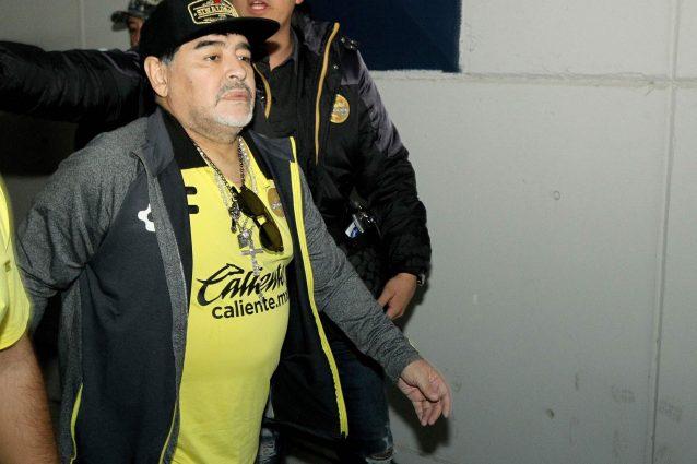 Maradona notte da dimenticare perde la finale e sfiora for Centrare un div