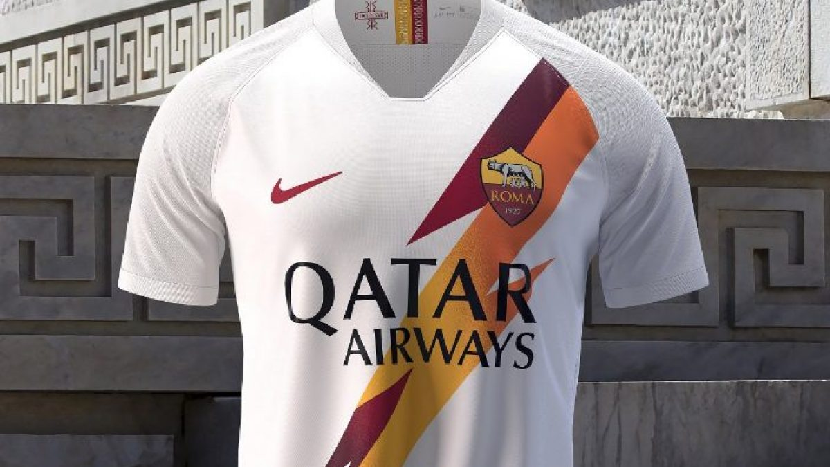 Roma, presentata la seconda maglia 2019-2020 con il fulmine