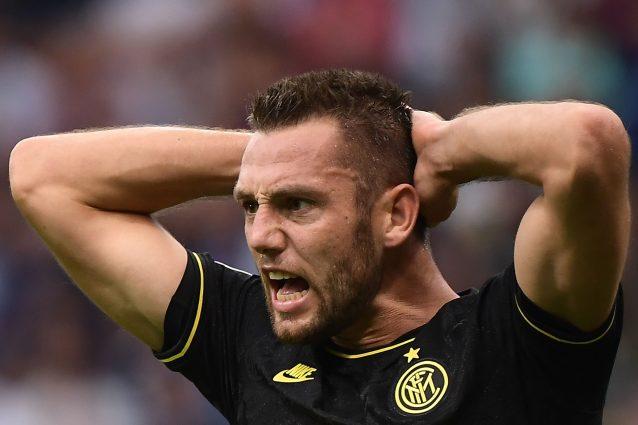 Perché i tifosi della Lazio fischiano Stefan De Vrij?