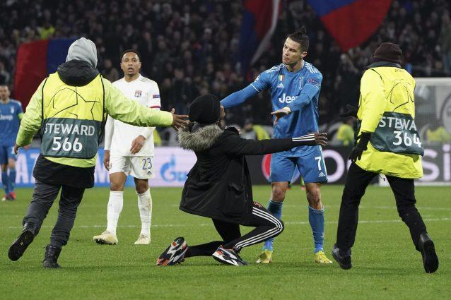 Invasione di campo nel finale di Lione Juventus: Cristiano R