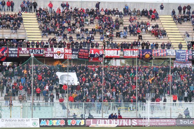 Taranto, dopo le minacce anche l'aggressione fisica ai calci