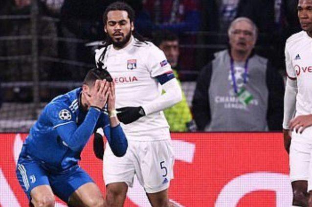 Lione-Juve, la moviola: i bianconeri chiedono due rigori, gol annullato a Dybala