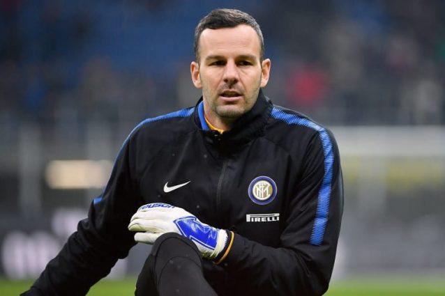 Inter, Handanovic si allena con il pallone: Juventus più vic