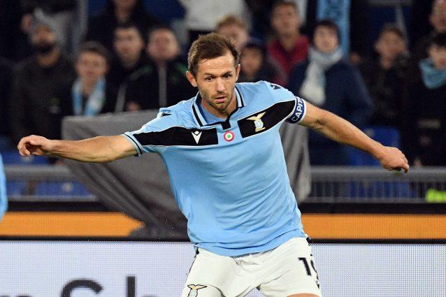 Lazio, si allungano i tempi di recupero di capitan Lulic, ch
